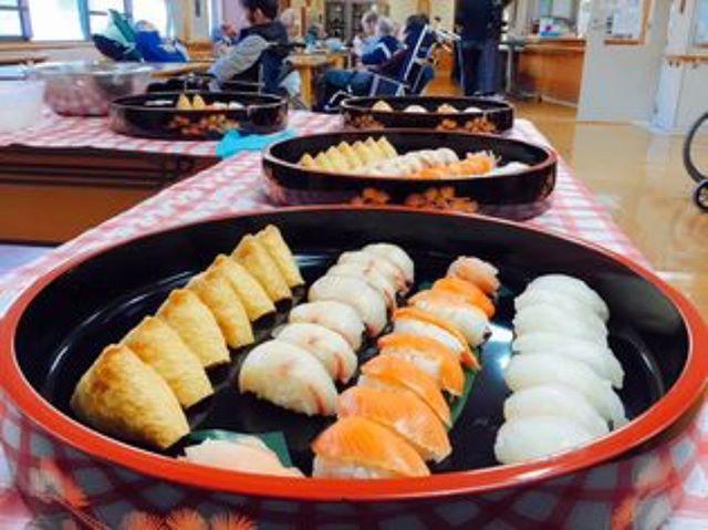 寿司バイキングを開催しました皆さんにたくさんお召し上がりいただきました!